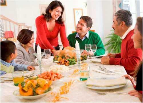 Например, традиции в семье жены и традиции в семье мужа не всегда одинаковы и обоим супругам, когда начинают жить вместе приходится мириться с теми или иными правилами
