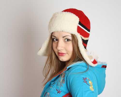 Модные вязаные шапки 2013 года