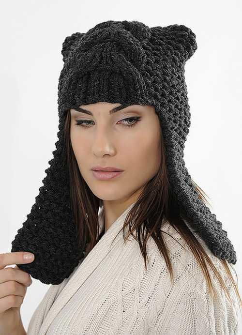 Вязаные шапки зимой года успешно конкурируют с меховыми, тем более что по канонам сегодняшних трендов, только их можно носить с роскошными шубами
