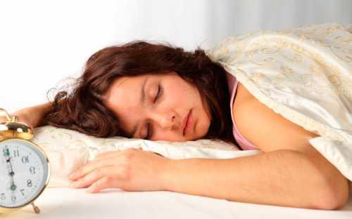 Головой на северозапад полезно спать пожилым людям это сделает их сон здоровым и полноценным