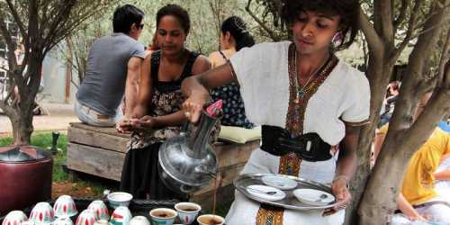 Дети очень любят пить какао им предлагают его как в саду, так и в учебном заведении, ведь он богат на полезные микроэлементы