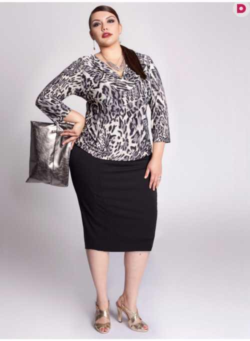 В качестве вечернего варианта подберите нарядную блузку и высокие каблуки