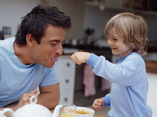 Дети, рожденные от пожилых отцов, чаще страдают